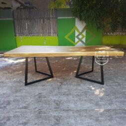 meja trembesi kayu solid kaki besi plat segitiga