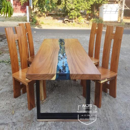 Meja makan river flow kaca tengah kayu trembesi