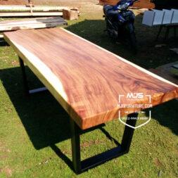 meja kayu solid trembesi kaki besi kotak