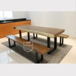 set meja makan kayu trembesi kaki besi minimalis