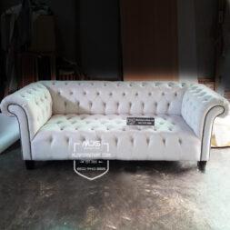 sofa chesterfield warna broken white