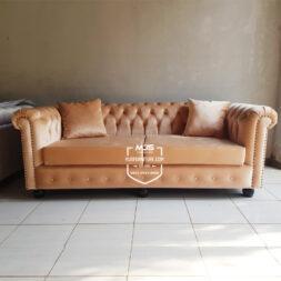 sofa chesterfield ruang keluarga